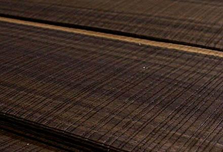 Furnier Eukalyptus Flachschnitt Rayé Rauchig