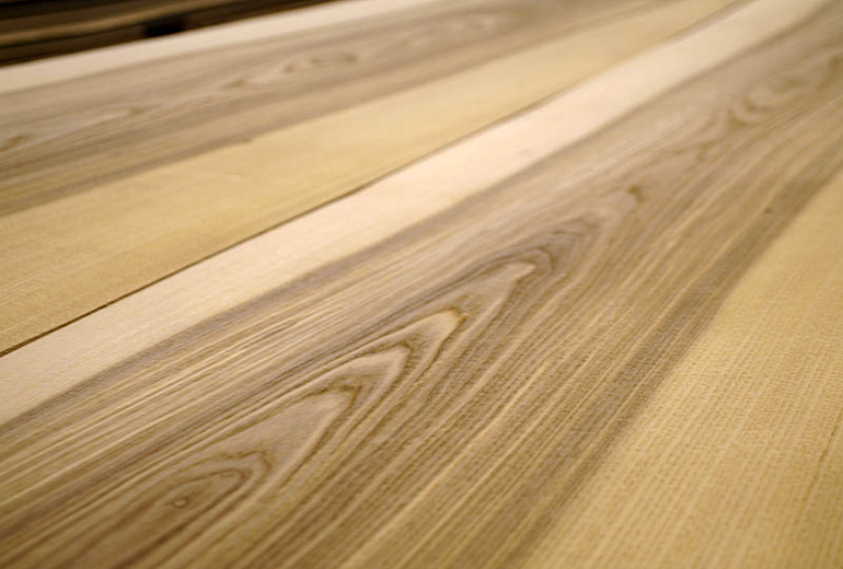 Crown cut wood veneer
